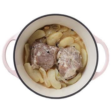 豚肉とリンゴの煮込み