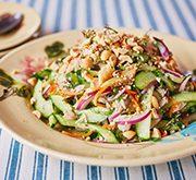 アジの干物とキュウリのサラダ