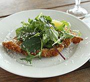 ミラノ風チキンカツレツのサラダ