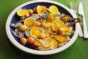 旬の魚と果物のワイン蒸し
