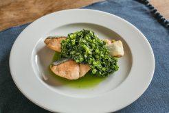 鮭のソテー 小松菜ソースのせ