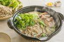 鶏肉とセリ、そばの鍋