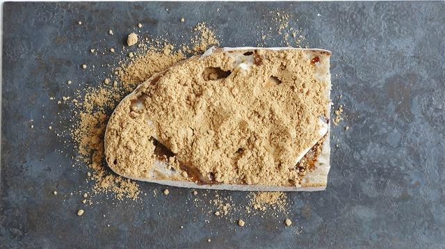きな粉たっぷりバターパン