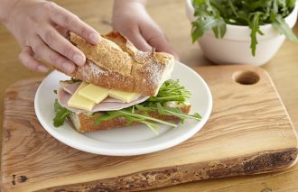魚も肉もドンとサンド! 奥深きサンドイッチ作りの魅力とは|by栗原友さん