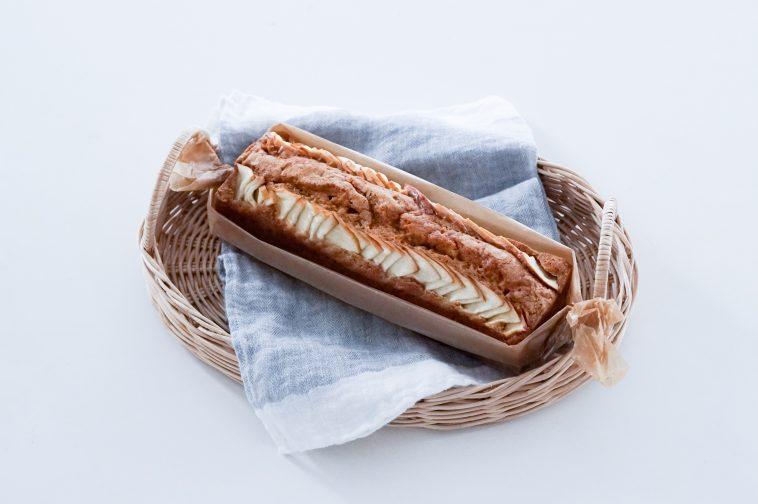 「おやつのまかない キャラメルクリームと紅玉のパウンドケーキ」藤吉陽子
